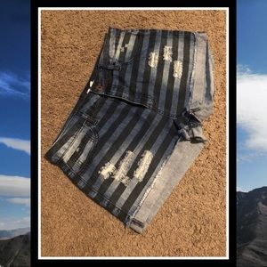 [Forever 21] Ladies Striped Denim Shorts